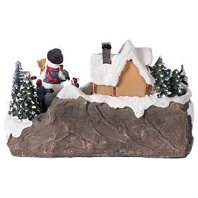 Winterszene Kind mit Tannenbaum 25x15x15cm Licht und Bewegung mit Batterien s5