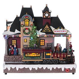 Weihnachtsdorf beleuchteter Bahnhof mit Zug in Bewegung 30x30x15 mit Batterie und Netzanschluss s1