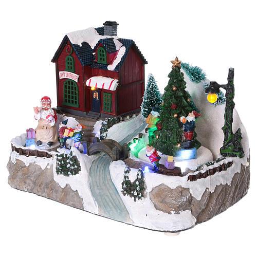 Dekoracja scenka bożonarodzeniowa podświetlana choinka ruchoma Święty Mikołaj elfy 20x25x16 cm na baterie zasilacz 3