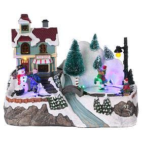Cenários Natalinos em Miniatura: Cenário natalino iluminado patinadores movimento loja de brinquedos 21x25x16  cm pilhas corrente