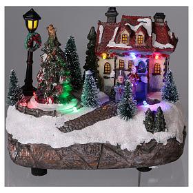 Village de Noël 15x20x10 cm avec sapin de Noël en mouvement piles s2