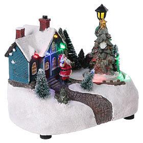 Village de Noël 15x20x10 cm avec sapin en mouvement piles s4