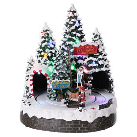 Christmas Tree Scene 30x25x20 cm with moving men battery and electric powered s1
