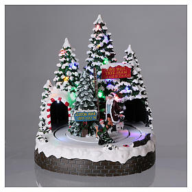 Christmas Tree Scene 30x25x20 cm with moving men battery and electric powered s2