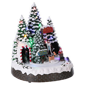 Christmas Tree Scene 30x25x20 cm with moving men battery and electric powered s4