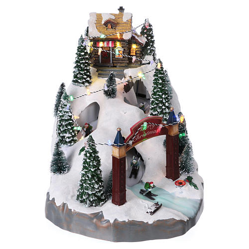 Christmas Holiday Village with In-Motion Skiers 25x25x35 cm Battery and Power Operated 1