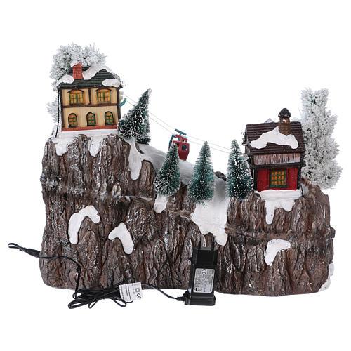 Weihnachtsdorf, mit Beleuchtung, Musik und beweglicher Seilbahn und Abfahrtsläufern, 35x45x30 cm, Netzanschluss 5