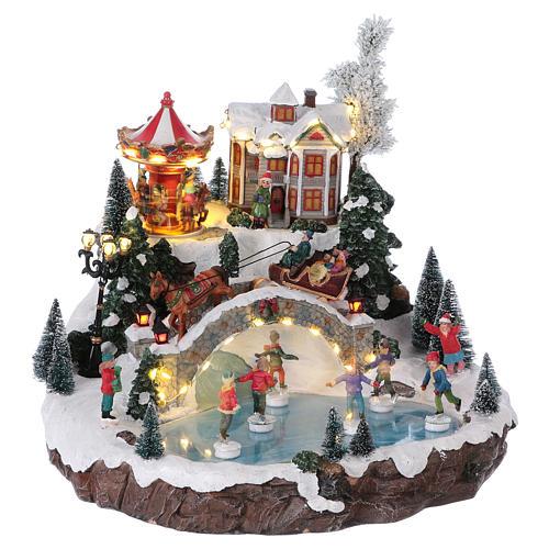Weihnachtsdorf, mit Beleuchtung, Musik und beweglichen Eisläufern und kleinem Karussell, 30x35x35 cm, Netzanschluss 4
