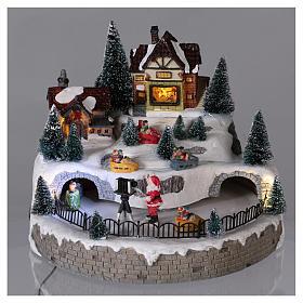 Village hivernal Père Noël lumières mouvement musique 20x25x25 cm courant s2