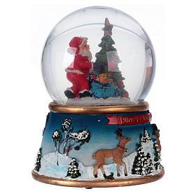 Schneekugel Weihnachtsmann mit Rennitieren Musik und Glitter s3