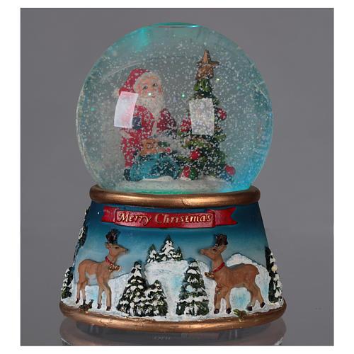 Schneekugel Weihnachtsmann mit Rennitieren Musik und Glitter 2