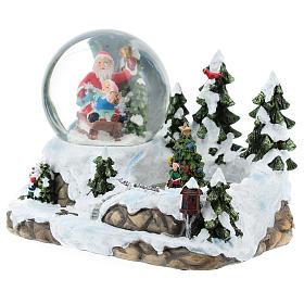 Boule en verre avec Père Noël et décor 15x20x15 cm s3