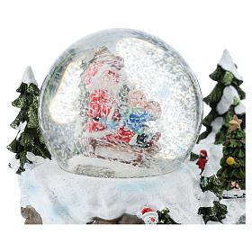 Boule en verre avec Père Noël et décor 15x20x15 cm s4