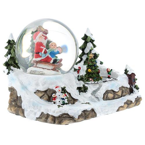 Boule en verre avec Père Noël et décor 15x20x15 cm 5