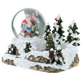 Palla di vetro con Babbo Natale in ambientazione 15x20x15 cm s3