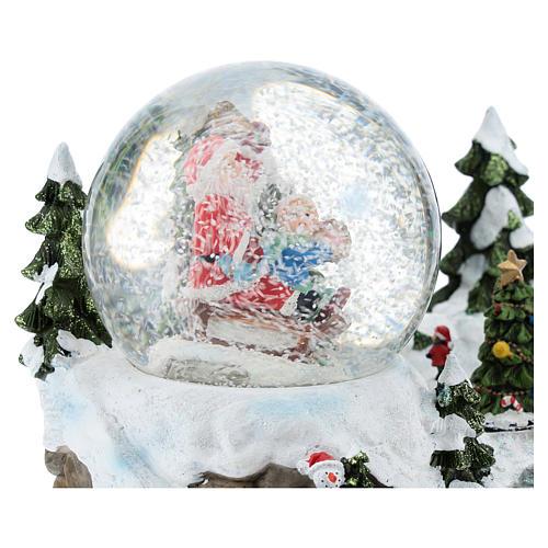Palla di vetro con Babbo Natale in ambientazione 15x20x15 cm 4