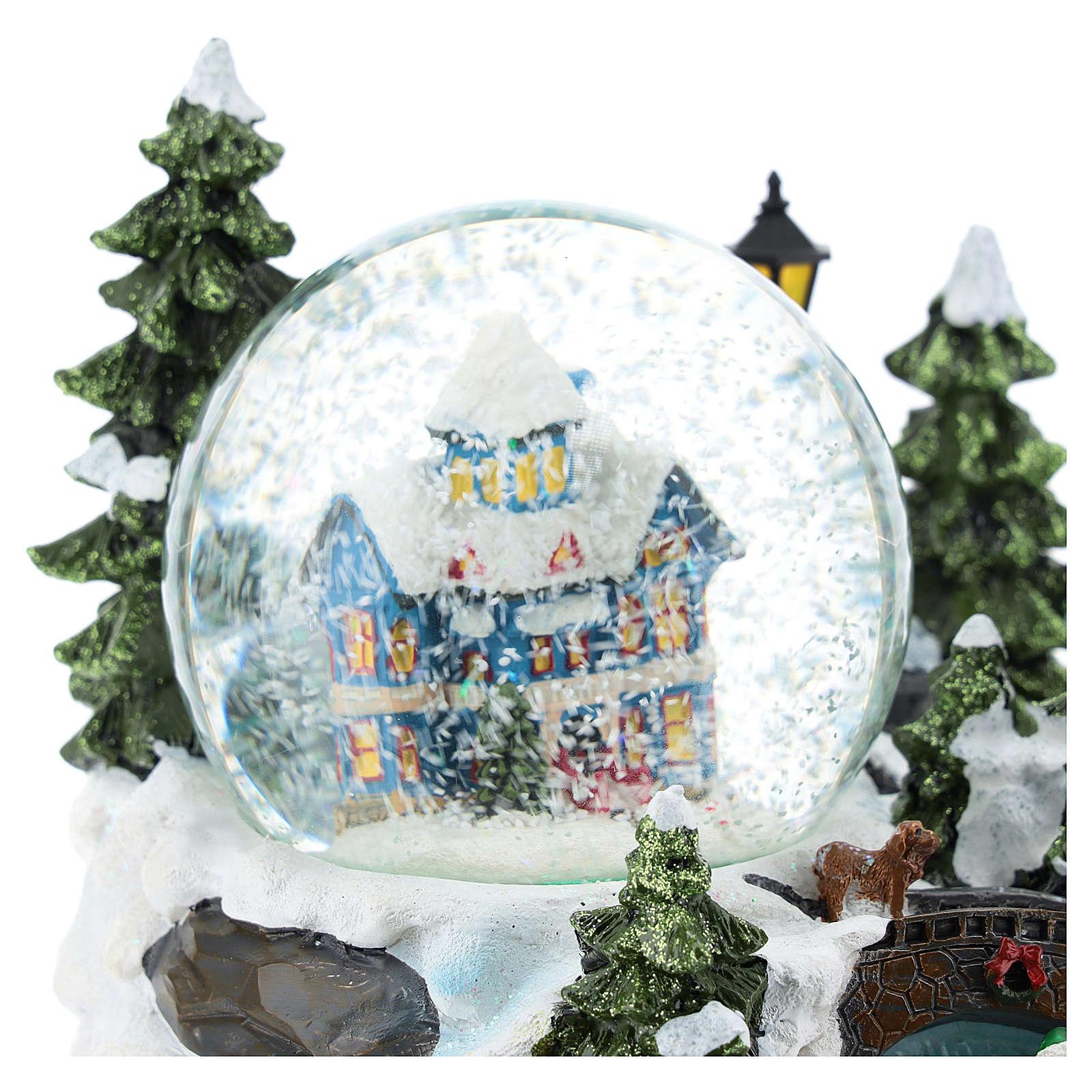 Schneekugel mit schneebedecktem Haus in Winterlandschaft, 15x25x15 cm 3