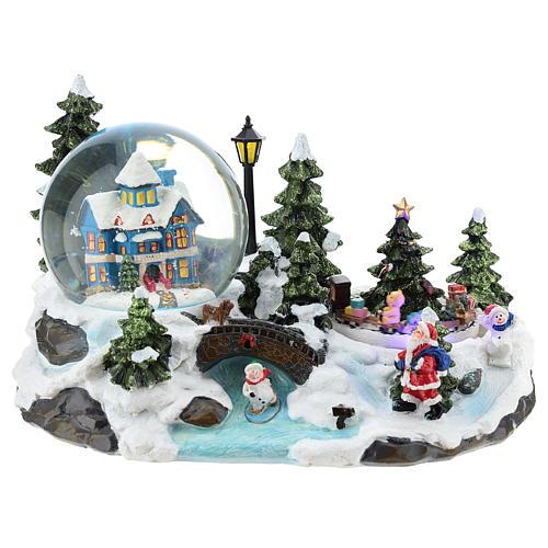 Ambientación navideña con bola de nieve y tren 15x25x15 cm 1