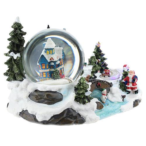 Ambientación navideña con bola de nieve y tren 15x25x15 cm 4