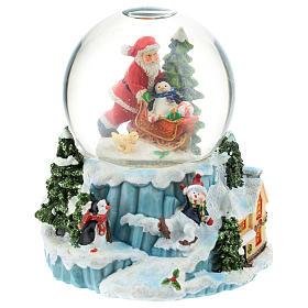 Schneekugel mit Weihnachtsmann und Schlitten, 15 cm hoch s1