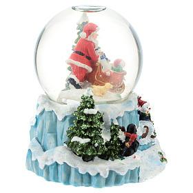 Schneekugel mit Weihnachtsmann und Schlitten, 15 cm hoch s3