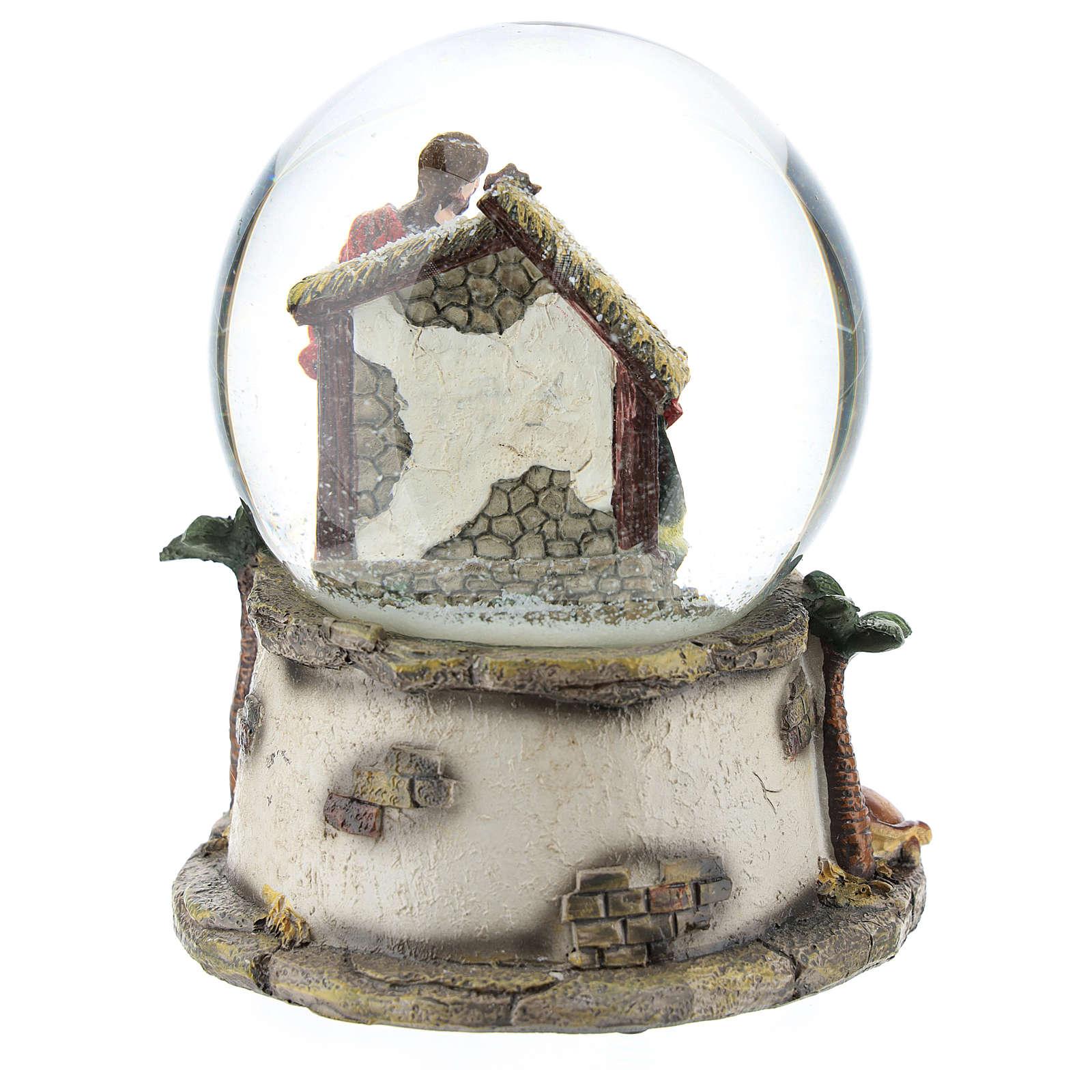 Kula śnieżna z żywicy i szkła ze sceną Narodzin Jezusa i pozytywką h 15 cm 3