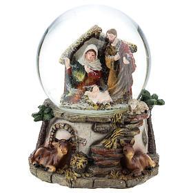 Kula śnieżna z żywicy i szkła ze sceną Narodzin Jezusa i pozytywką h 15 cm s1