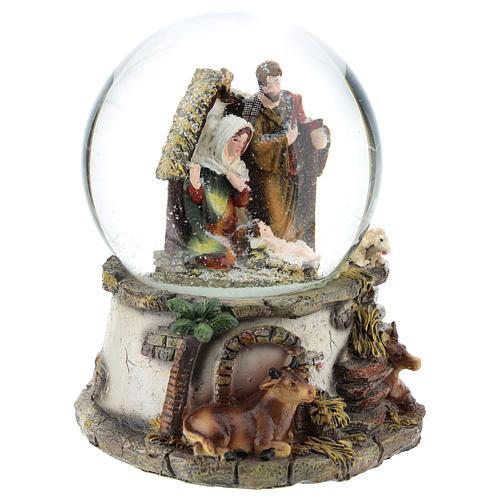 Kula śnieżna z żywicy i szkła ze sceną Narodzin Jezusa i pozytywką h 15 cm 4
