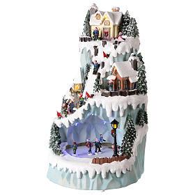 Villaggio natalizio in resina 43x24 cm con pista di pattinaggio in movimento s3