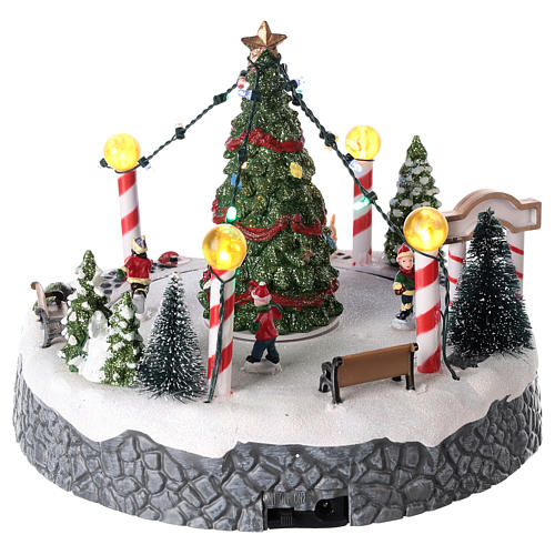 Round village with central tree and revolving skating rink 20x22 cm 5