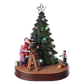 Papá Noel con árbol para pueblo con música e iluminaciones 30x25x20 cm s1