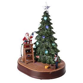 Babbo Natale con albero per villaggio con musica e illuminazioni 30x25x20 cm s3