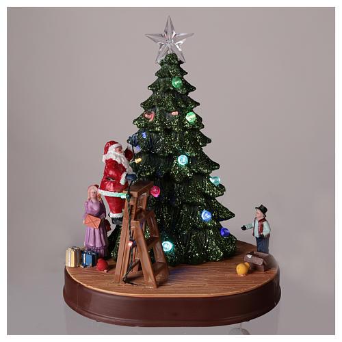 Babbo Natale con albero per villaggio con musica e illuminazioni 30x25x20 cm 2