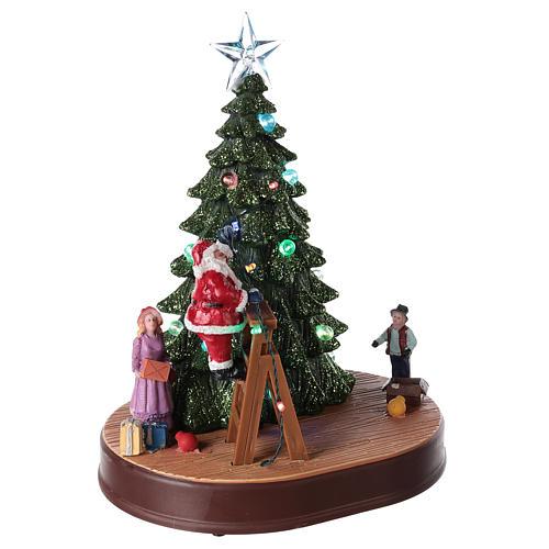 Babbo Natale con albero per villaggio con musica e illuminazioni 30x25x20 cm 4