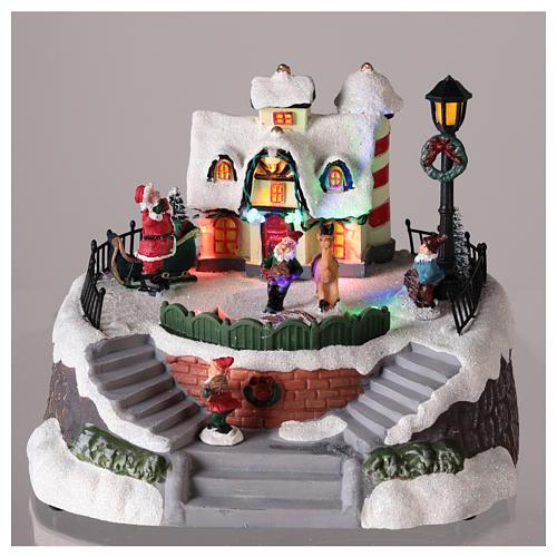 Casa de Papá Noel con elfos para pueblo 15x20 cm 2