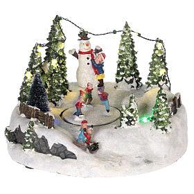 Scène pour village Noël piste de patinage et bonhomme de neige 15x20 cm s1