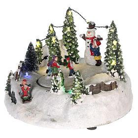 Scène pour village Noël piste de patinage et bonhomme de neige 15x20 cm s3