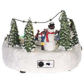 Scène pour village Noël piste de patinage et bonhomme de neige 15x20 cm s5