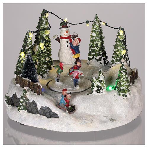 Scène pour village Noël piste de patinage et bonhomme de neige 15x20 cm 2