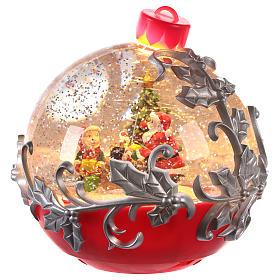 Palla di vetro con Babbo Natale su slitta 15x15 cm s2