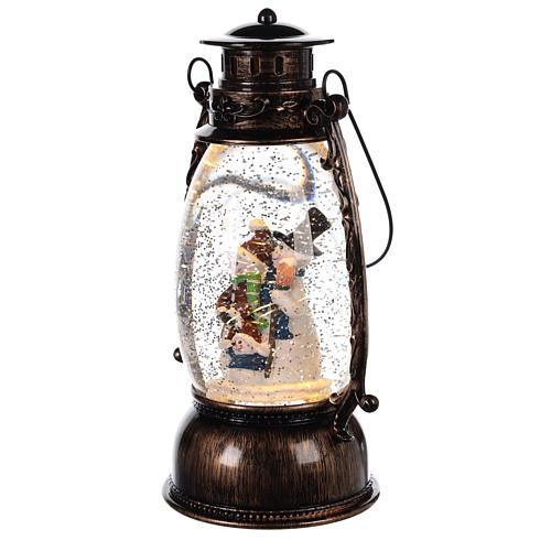 Globo de neve com bonecos de neve numa lanterna 25x10 cm 2