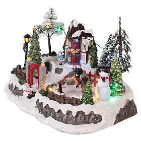 Pueblo de navidad con movimiento y luces 20x30x20 cm s3