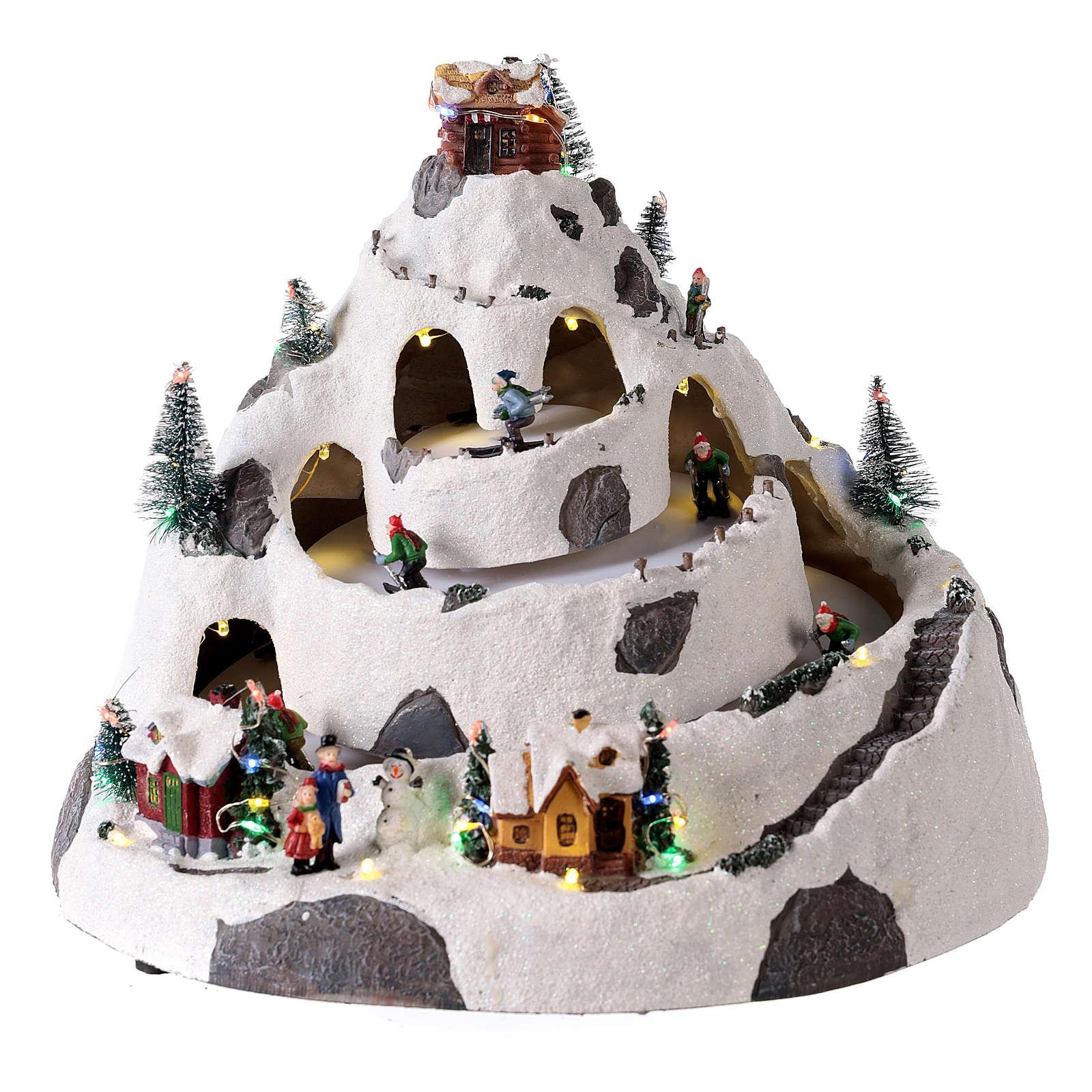 Pueblo de Navidad en montaña con movimiento esquiadores 30x30x25 cm 3