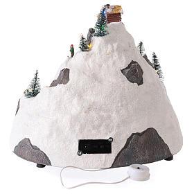 Pueblo de Navidad en montaña con movimiento esquiadores 30x30x25 cm s5