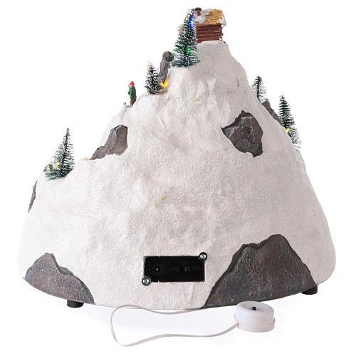 Pueblo de Navidad en montaña con movimiento esquiadores 30x30x25 cm 5