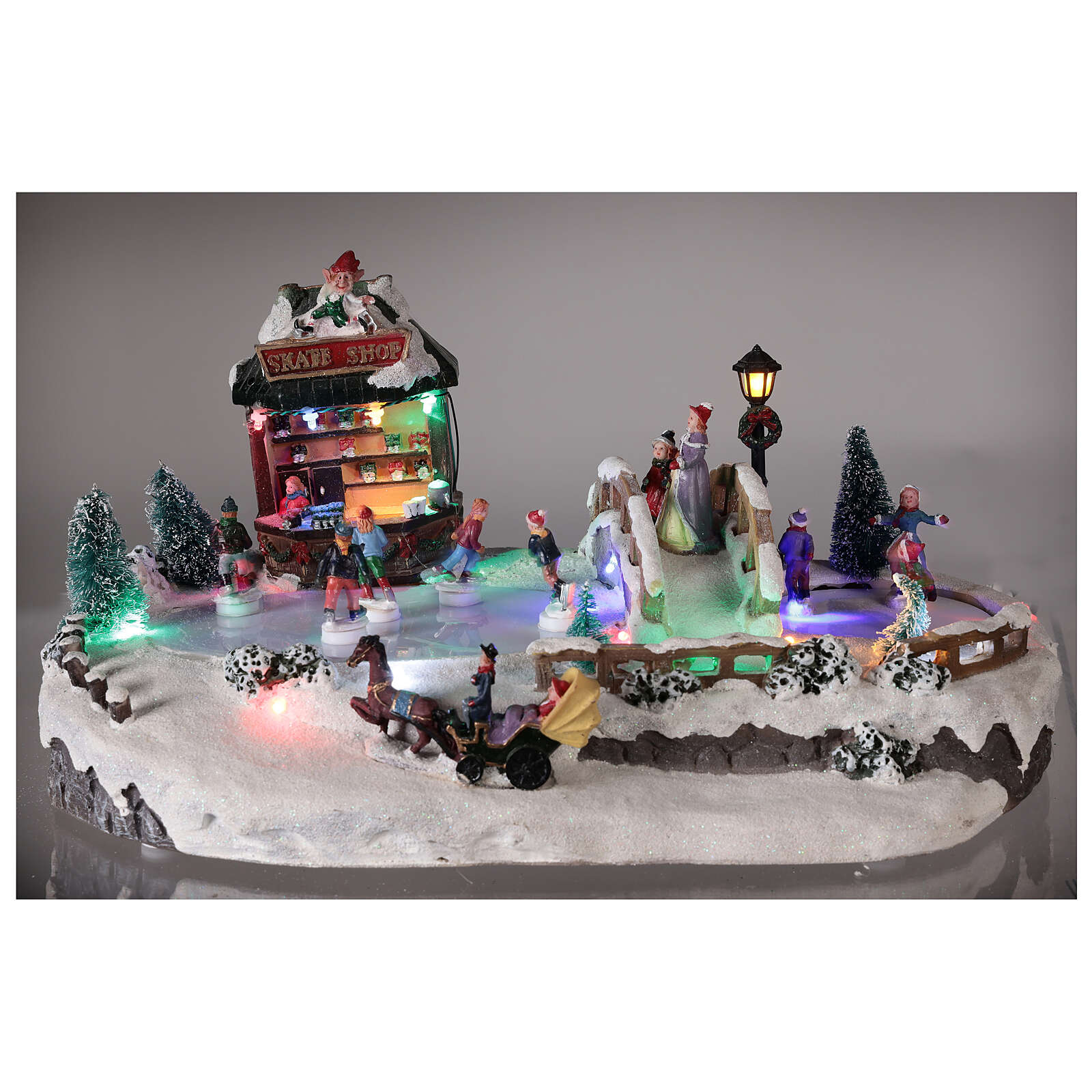 Christmas village with ice rink and shop, 25x20x40 cm 3