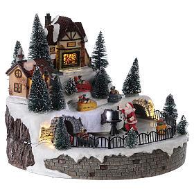 Village avec Père Noël musique et lumières 25x25 cm s4