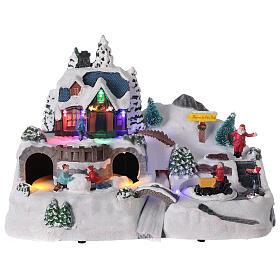 Aldeia de Natal nevada com crianças brincand na neve, luzes LED e música, 23,5x37,5x21,5 cm s1