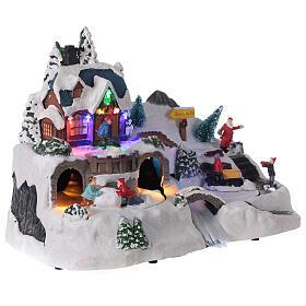 Aldeia de Natal nevada com crianças brincand na neve, luzes LED e música, 23,5x37,5x21,5 cm s4