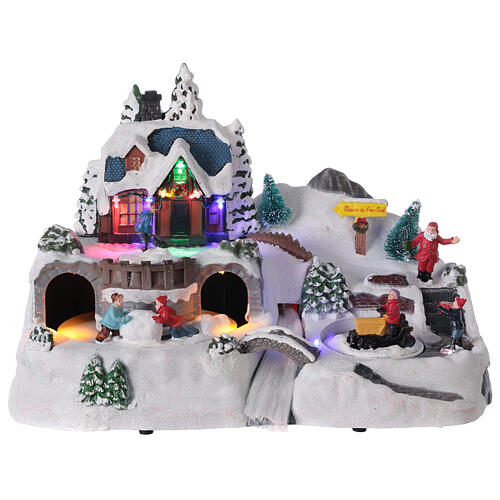 Aldeia de Natal nevada com crianças brincand na neve, luzes LED e música, 23,5x37,5x21,5 cm 1